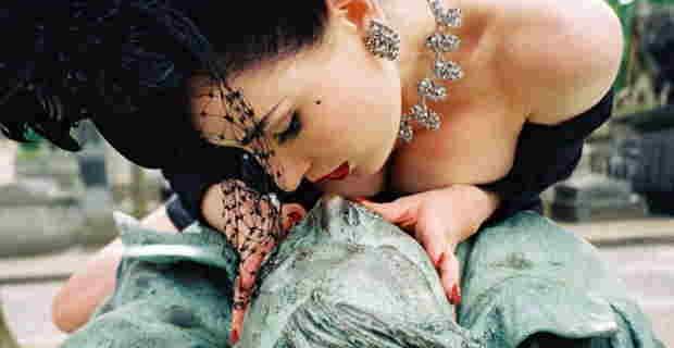 「この銅像のチ●コ触ったら結婚できます」⇒ 女性たちに広まった結果・・・(画像)