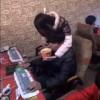 【動画】オンラインゲームに夢中になるボーイフレンドにあれこれ献身的に尽くすガールフレンドwww