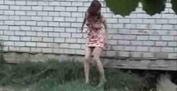 【ご開帳動画】トイレがなかったので野ションしてしまう美女の動画まとめwww