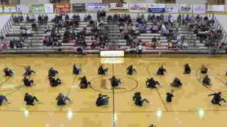 【衝撃動画】手足のない青年が高校ハーフタイムのダンスパフォーマンスで観客を魅了する!
