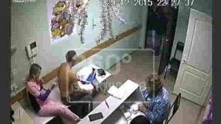 【防犯カメラ映像】看護婦にセクハラしたことのある患者を医者が殴った結果…。