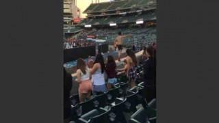【動画】スーパーボールで興奮しすぎて少女たちにチン見せしちゃうヤツwwwww