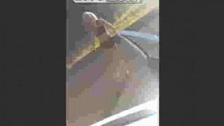 【衝撃動画】ブロンド美女ははしゃいだだけでも事故の原因になりますwww