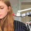 【動画】ブロンド美女が発明する自動口紅塗り機と自動目覚まし機wwwww