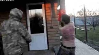 【動画】背中がうっ血して皮膚が擦り切れるまでムチ打ち拷問にかけられる麻薬密売人…。