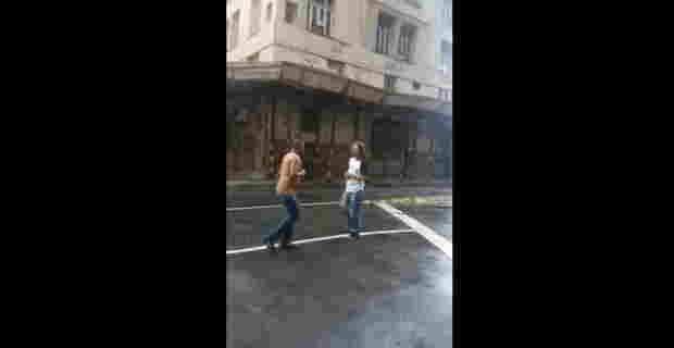 【動画】ストリートファイトしててふりちんになっちゃったけどケンカには勝ちますwww