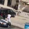 【動画】警察官をお尻ふりふりで挑発、そして飛び回し蹴りでノックアウト→現行犯逮捕wwwww