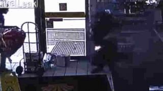 【衝撃動画】電子タバコがポケットの中で爆発…。