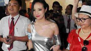 【ハミマン注意】北京のモーターショーに現れたモデルのドレスが斬新すぎる上にハミマンしそうでエロいwww※画像7枚