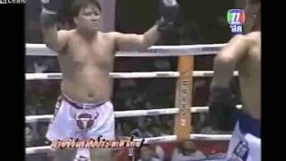【衝撃動画】打たれ強さもさることながら審判殴られまくりなキックボクシングの試合動画www