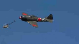 【動画】零戦のラジコンとヘリコプターのラジコンの接触シーンが本物の飛行機の激突みたいだw