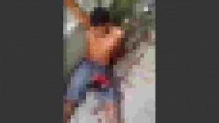 【閲覧注意】警察官にチンコあたりを撃たれてペニスを失ってしまうかもしれない男性。