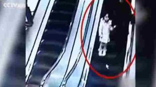 【動画】エスカレーターで母子にショッピングカートが降ってきた…。