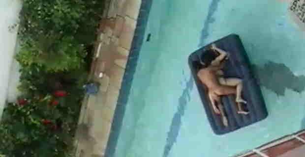 【盗撮】隣の金持ちがプールでセッ○スしてる(動画)