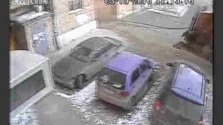 【閲覧注意】ごみ収集車が轢き逃げをする瞬間をとらえた動画…。