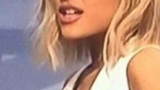 【画像】あのアイドル人気歌手がテレビで乳首丸見え・・・