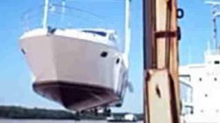 あ~あwwwこれは悲惨(°_°)高価なヨットを納艇前に転覆させてしまった動画。被害額ウン億円!?