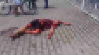 【閲覧注意】バスの中で女性に暴行した男性がバスを降りたら群衆にリンチされ彼の持っていたナイフで惨殺される…。