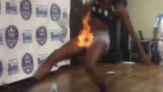 【動画】マ●コに火がついた女の子の反応・・・
