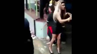 【動画】ボディコンのお姉さんがMDMAで引くぐらいおかしくなってるんだけど。