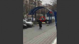 【閲覧注意】斬首した子供の頭部を持って駅前で自爆すると周囲を脅すマジキチな女性…。