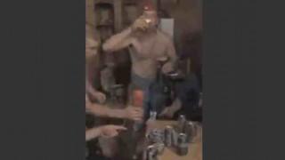 【動画】火のついたショットグラスでお酒をイッキした結果→顔に着火して消えない!