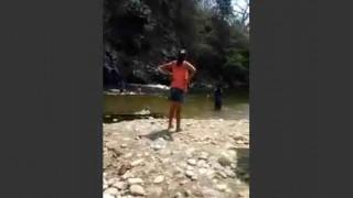 【閲覧注意】川で高い所をから飛び込んで遊んでたら岩に激突して頭がカチ割れた…。