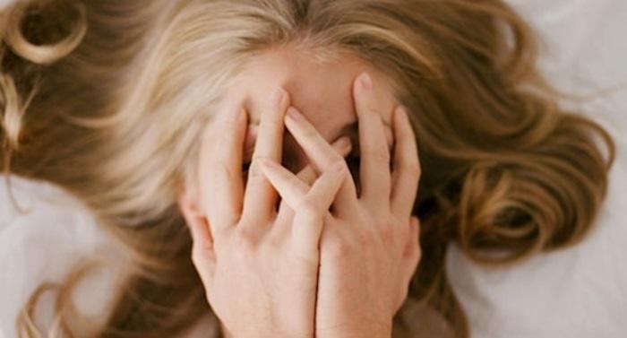 うわ… 街中で20歳の女の子のマ●コを突然舐め、逮捕された男の映像