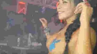 【動画】まだまだいたwww世界の乳揺れさせながらクラブでプレイするトップレスDJたちwww※エロ注意
