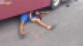 【閲覧注意】バスに轢かれ二つ折りになってしまった男性…。