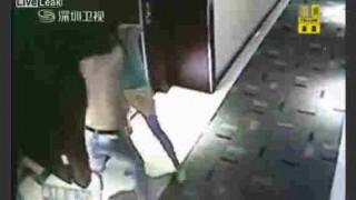 【衝撃動画】ホテルで客と売春婦がプレイ代金でもめて殴り合いのケンカしてるwwwww
