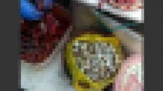 【閲覧注意】生きたウズラの皮をむいてタマゴを抽出してる動画。
