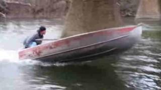 【動画】小型ボートで調子に乗って遊んだ結果…。