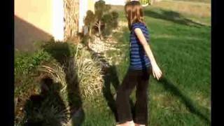 【衝撃動画】手を噛まれながらもヘビを捕まえちゃう12歳の女の子wwwww