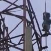 【閲覧注意】中学生くらいの男の子が鉄塔から飛び降りる瞬間。自殺。