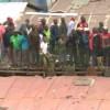 【衝撃動画】40人乗っても大丈夫とはならなかったケニアの物置www