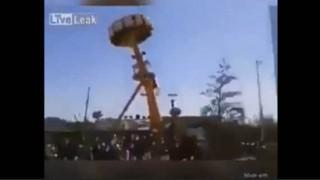 【事故動画】遊園地の回転系アトラクションで女性が転落…。