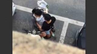 【エロ注意】街中でカップルがいちゃついておっぱい揉まれてるんだけどwww
