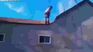 【衝撃動画】クッション無しで家の二階からバク宙しますwww
