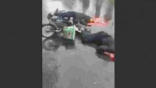 【閲覧注意】トラックに轢かれた男性の頭が潰れてなくなってる…。