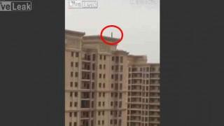 【閲覧注意】高層マンションからの飛び降り自殺の激突音が…。