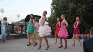【パンチラ注意】ロシアのリア充な人たちの結婚式の余興www