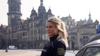 【画像】美人警察官、服を脱いだら・・・(20枚)