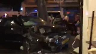 カフェのオープン席でお茶してたら車が突っ込んできた(´・_・`)3名死亡。