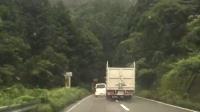 完全に頭イカレテル。徳島の国道で撮影されたトラックの鬼のような煽り運転が話題に。