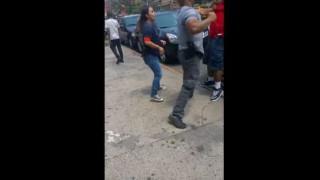 【衝撃動画】職務質問に応じたのになぜか殴られる黒人男性。