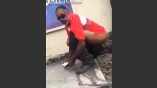 【衝撃動画】野グソをする男性、罵声を浴びせられるも何もできずwww