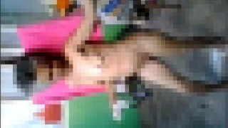 【閲覧注意w】陽気な婆さんが見せてくれるセクシーダンス動画が…。