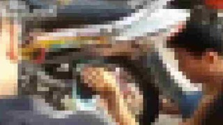 【事故動画】なんでこうなる??原付バイクのスポークに絡まる赤ちゃんの救出動画…。