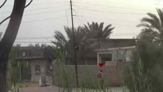【戦場動画】兵士がIED(即席爆発装置)を足でツンツンした結果…。